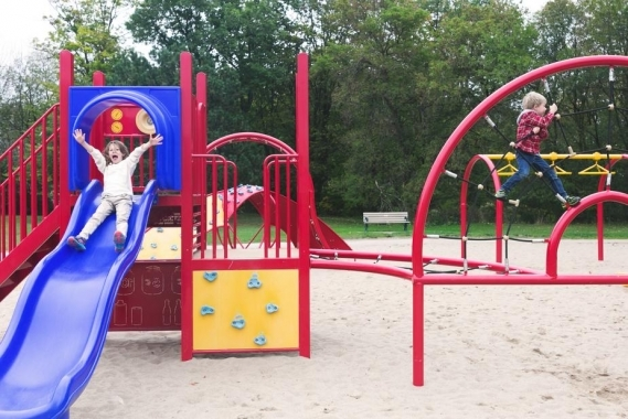 kids-playing-at-park_925x